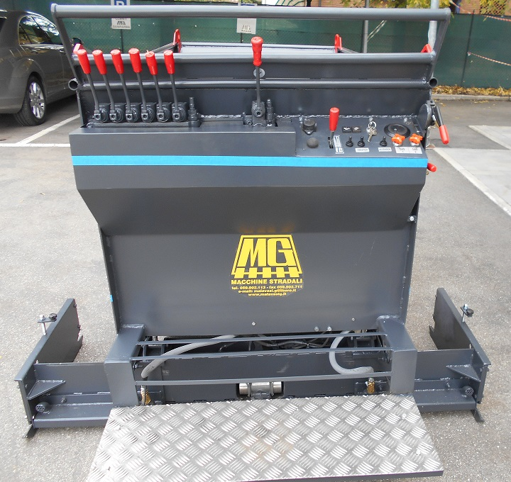 Itala-DVG-small-paver-front